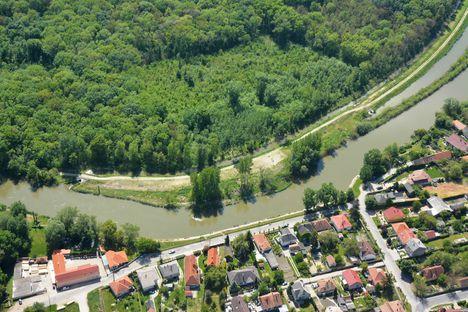 Légifelvétel a Mosoni-Duna Aranyosszigeti szakaszáról, Mosonmagyaróvár 2017. május 10.-én