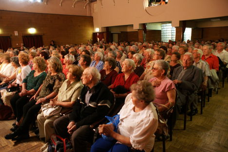 A drága közönség !