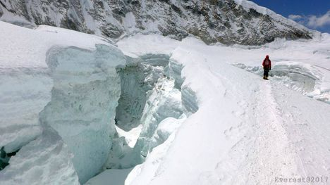 A Khumbu jégesésen ls át kell jutni