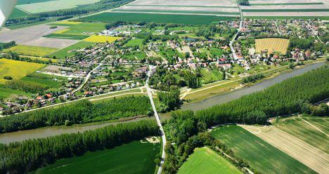 Mecsér község és a Mosoni-Duna légi-felvételen 2017 május 10.-én