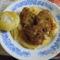 Rántott csírkemáj sült új borgonya és káposztával töltött almapaprika.