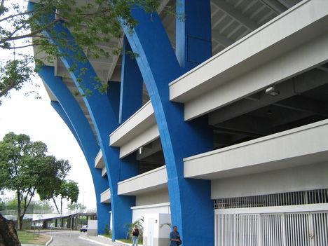A Maracaná Stadion tartópillérei közelről, 2007-ben