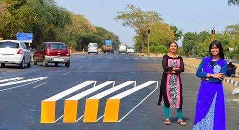 Két gudzsarati művész, Szaumja Pandija Takkar és lánya, Sakuntala Pandija forradalmian új ötlettel állt elő a zebrákon átkelő gyalogosok védelmében