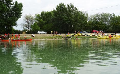 Dunakiliti Vízpart Camping a Görgetegi Duna-ágról nézve, Dunakiliti 2017. július 07.-én 2