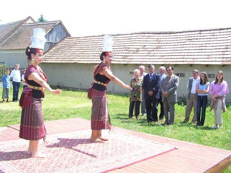Indonéz tánc
