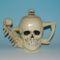 Porcelán koponya-kanna