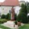 Szent Bertalan apostol szobra a Szent Bertalan templom kertjében, Hegyeshalom 2016. augusztus 22.én-
