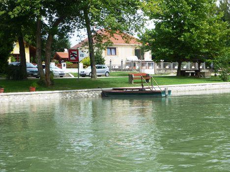 A Mosoni-Duna folyó belterületi partrendezés Halászinál, 2017. július 25.-én  10