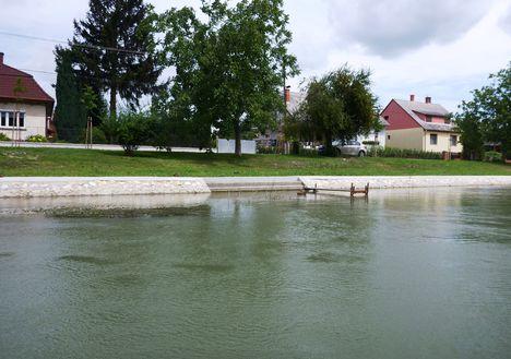 A Mosoni-Duna folyó belterületi partrendezés Halászinál, 2017. július 25.-én  13