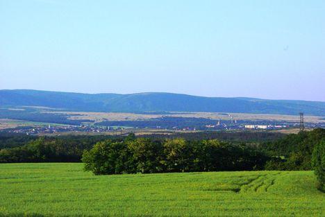 Kerekerdő és szép kilátás a szomszéd községre Hajmáskérre.