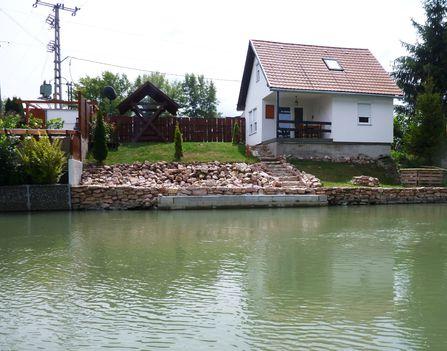 Mosoni-Duna bal part a Malom dülő melletti partszakasz, Máriakálnok 2017. július 25 .-én 6