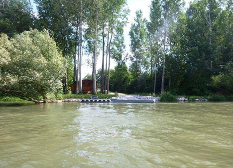 Mosoni-Duna bal partja a Magyarkimle belterülete mellett, Kimle 2017. július 25.-én 10