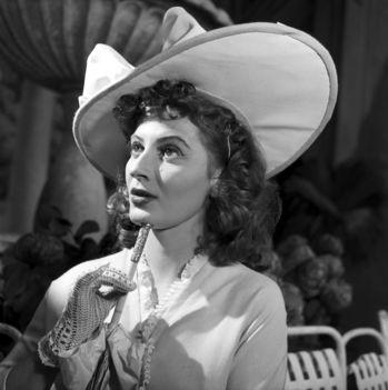 Gyenes Magda Stázi szerepében Kálmán Imre Csárdáskirálynő című operettjének bemutatóján a Fővárosi Operettszínházban