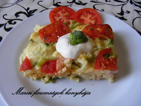 Brokkolis sajtos-sonkás makaróni
