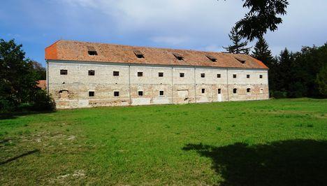 Héderváry kastély uradalmi épülete, Hédervár 2017. szeptember 05.-én