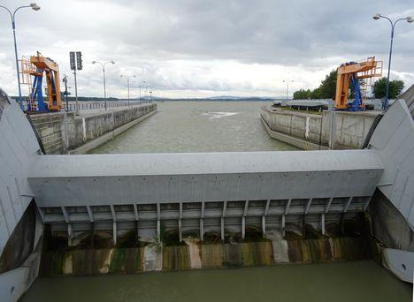 Dunacsúnyi (Cunovo) duzzasztómű egy nyílása, 2017. szeptember 03.-án 2