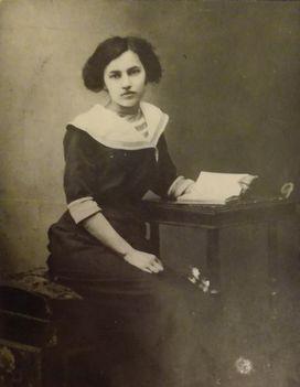 Petrekovits Mihályné lánykori nevén Csonka Gizella