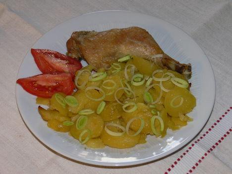 Sültcsirke zsíros krumplival