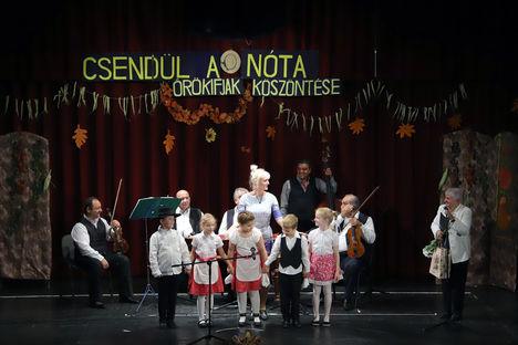 2017. OKT. 13 , (Szerencsés NAP ! ) Sikeres Ünnepi nótagála Újpesten a Szépkorúak köszöntésére !