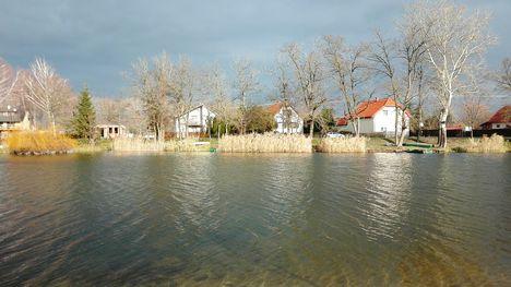 A Zátonyi-Duna doborgazszigeti üdülőházak melletti szakasza, Dunasziget 2017. december 06.-án 3