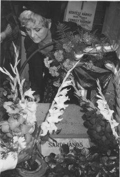 Németh Marika Sárdy sírjánál