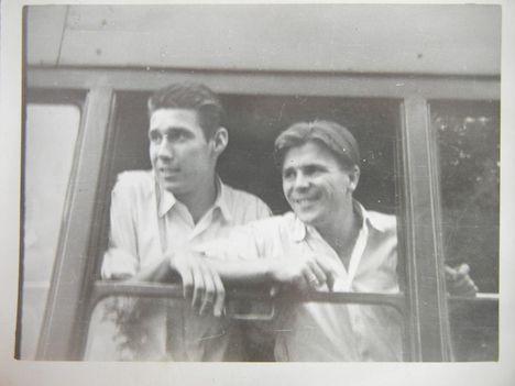Palotás és Puskas - 1952 júl 10-útban helsinki felé