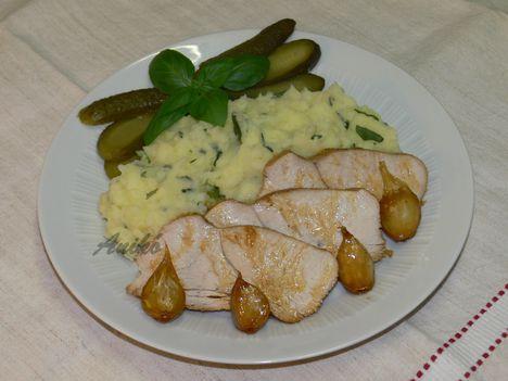 Sült pulykamell bazsalikomos krumplipürével