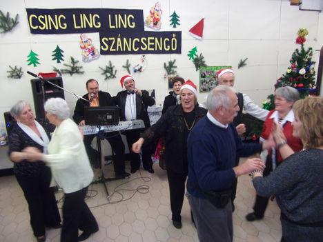 A tánc  sem maradt el 2017. Dec. 5-én a Karácsonyi  előzetes délutánon.