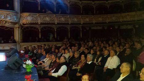 A telt házas színház