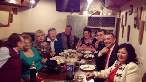 A vacsoránál közös kép