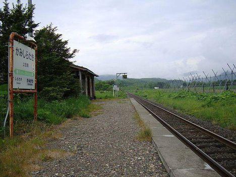 Érdekesség - japán vasútállomás: Japán északi részén található Kami-Sirataki vasútállomás évek óta kihasználatlan volt, hiszen csak 1 utas szállt fel itt ...