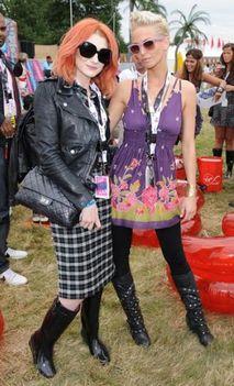 Nicola Roberts és Sarah Harding, V Festival