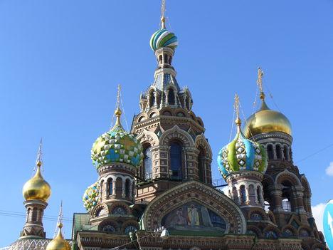 Szentpétervár, Vérző Megváltó Templom tornyai