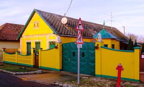Hédervár, Kossuth Lajos utca egyik felújított háza, 2017. december 31