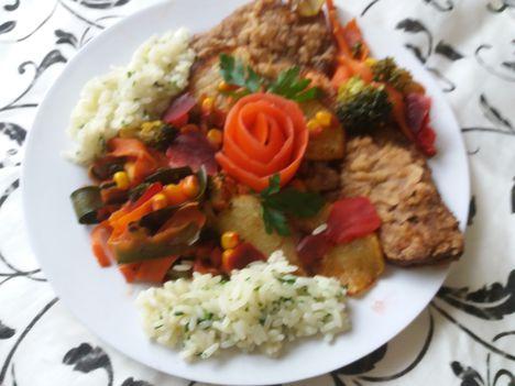 Sült hús párolt zöldségekkel és rizzsel