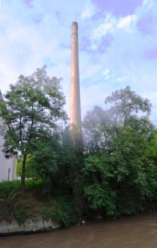 A 130 éves Márialigeti malom (ma vízerőtelep) műemlék értékű kéménye, Hegyeshalom 2016 augusztus 22