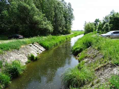 Parlagnyilasi csatorna a Keresztfai zsilip alatti szakaszon, Ásványráró 2017. május 18.-án