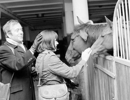 Schütz Ila és Márkus László lovakkal barátkoznak 1974
