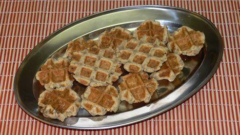 Sajtos-diós pogácsa a gofri sütőből