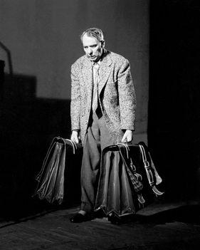 Timár József színművész Arthur Miller Az ügynök halála című színművében a Nemzeti Színházban, 1959