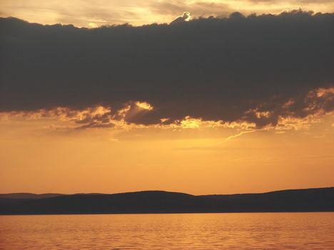 Balaton naplementéje, horgászokkal. 2