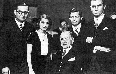 Dohnányi Ernő tanítványaival, mellette Fischer Annie