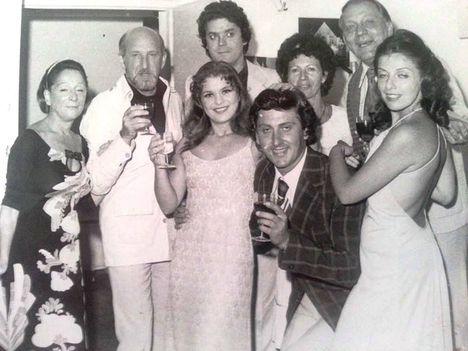 Békés Itala, Vámos László, Kovács József, Hadics László és felesége, Oszvald Marika, Gárday Gábor és Zsadon Andrea