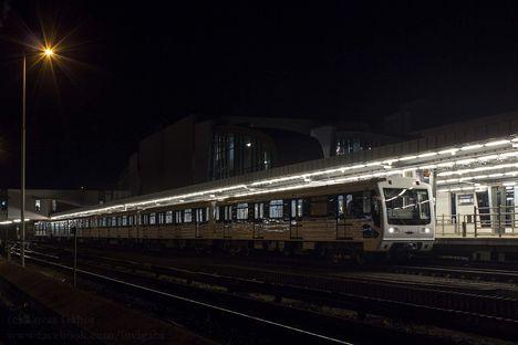 Metrovagonmas, 3-as metróvonal - Este, éjjel megkezdődtek a vonali próbafutások (2016.09.28., fotó Lovas Gábor)