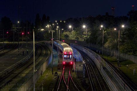 Metrovagonmas, 3-as metróvonal - Visszaérkezés hajnali 02.57 órakor (2016.09.29., fotó Lovas Gábor)