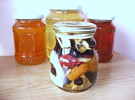 nagy bödön aszalt gyümölcsös méz