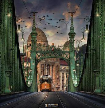 Hajnal van, az utak csendesek, csak a 49-es villamos van ébren, s vígan robog a Deák felé. (fotó Krenn Imre)