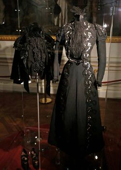mourning-dress-worn-by-sisi-4