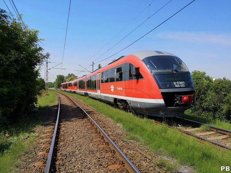 Nem a megszokott területen közlekedett ma a 004-es és a 022-es pályaszámú Desiro motorvonat. A H6-os Hév vonalán volt próbája (2018.06.31. - Szigetszentmiklós. Élet a vasúton, P.B.)