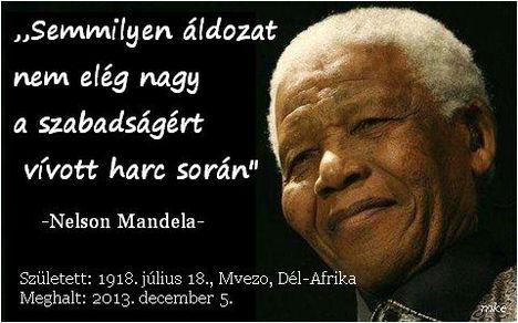 Halálra ítélték Nelson Mandela fekete bőrű jogi aktivistát és államfőt.